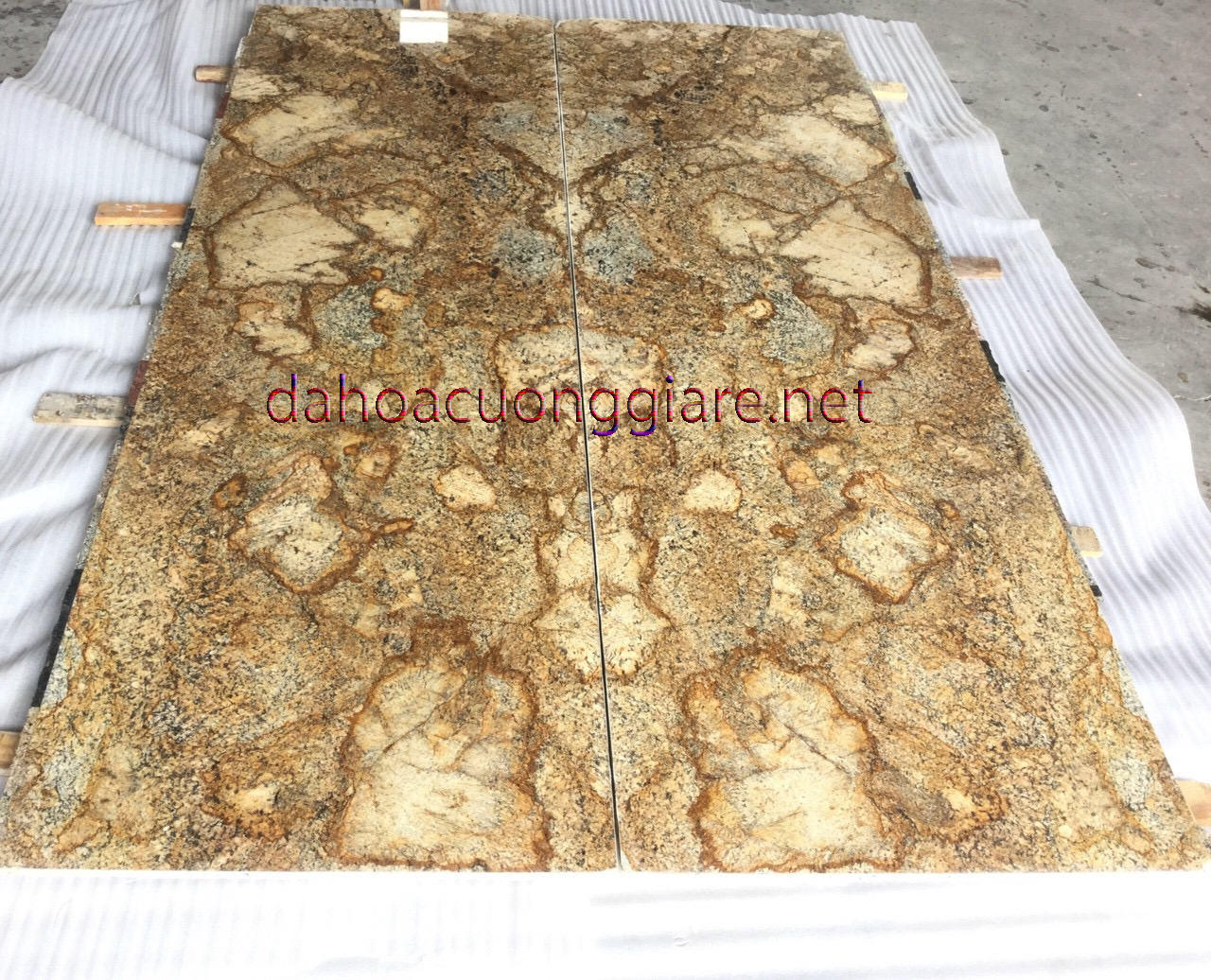 da-hoa-cuong-granite-alaska-gold